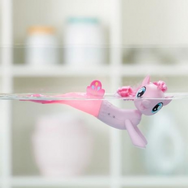 Poneiul Pinkie Pie care inoata (cu baterii)