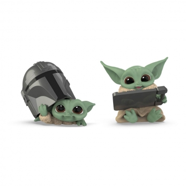 Star Wars Mandalorian Bounty Collection Figure 2-Pack The Child Helmet Peeking & Datapad Tablet