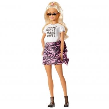 Papusa Barbie Fashionistas blonda cu tricou alb